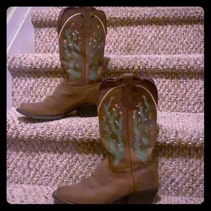 Justin boots leather w/🌵🌵stitching-low heel 🤠